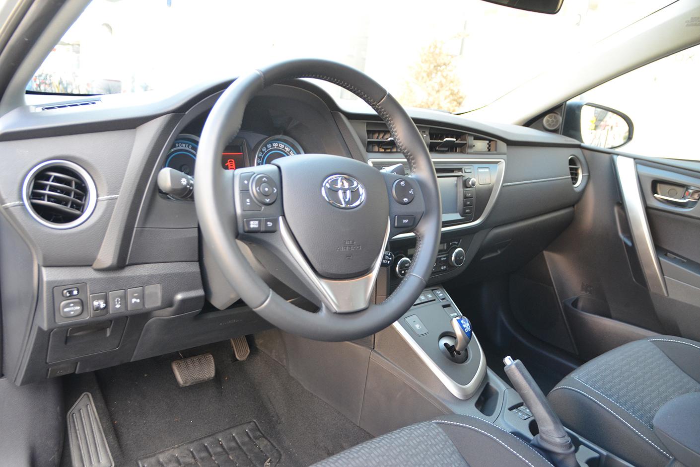 Toyota Auris Touring Sports 2015-6